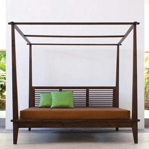 California Canopy Platform Bed
